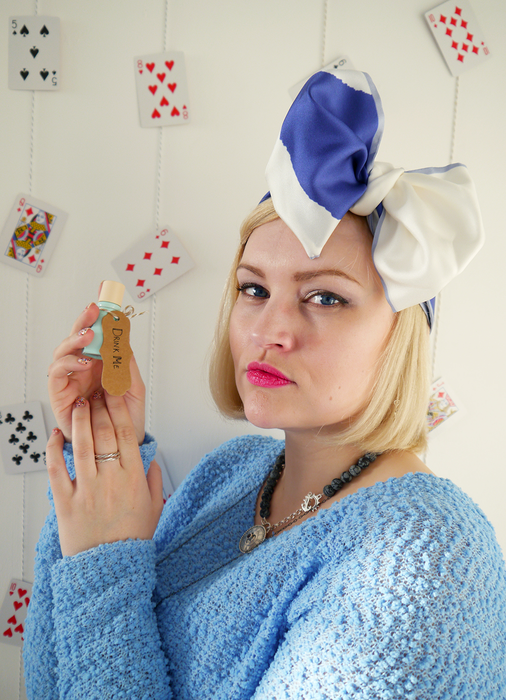 Alice in Wonderland, Karen Smith Jewellery, drink me, style inspiration, how to tie a hair bow, Cleo Ferin Mercury panda scarf, Scottish blogger, steampunk