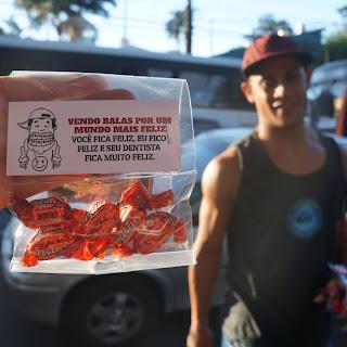 Candy Project: projeto auxilia vendedor de balas e ainda tira um sorriso das pessoas no semáforo.