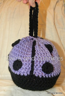 Swirls and Sprinkles: free crochet ladybug purse pattern