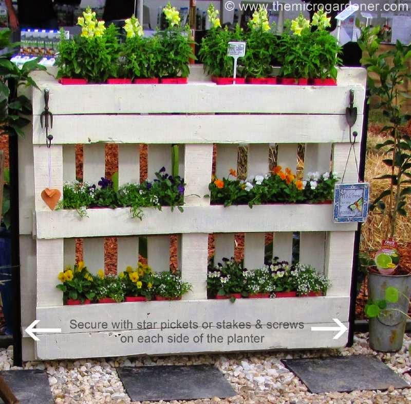 sta es ideal para embellecer vuestro jardn donde han construido un cercado hecho con palets el cul tambin permite colocar mltiples jardineras