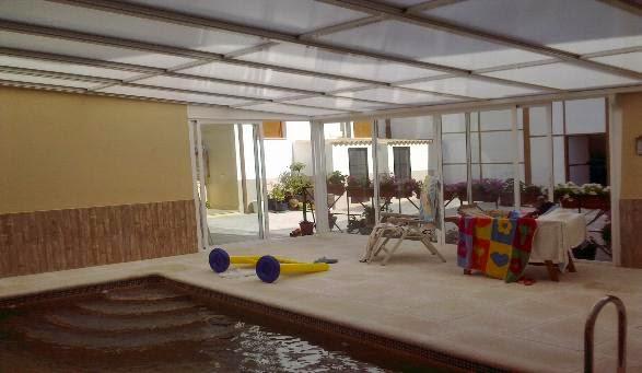 Techo fijo de vidrio para piscina fotos de cubiertas for Cubierta piscina transitable