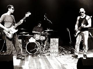 Ouça na Central do Rock a música Pandorga da banda de Rock Folhas da Tarde.