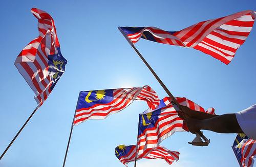 http://2.bp.blogspot.com/-btEijrqBiMc/TnNFlV0TnkI/AAAAAAAAAyc/nnbhbnI6NH0/s1600/MalaysiaFlag_PremiumBeautiful_NaaKamaruddin_HanisHaizi.jpg