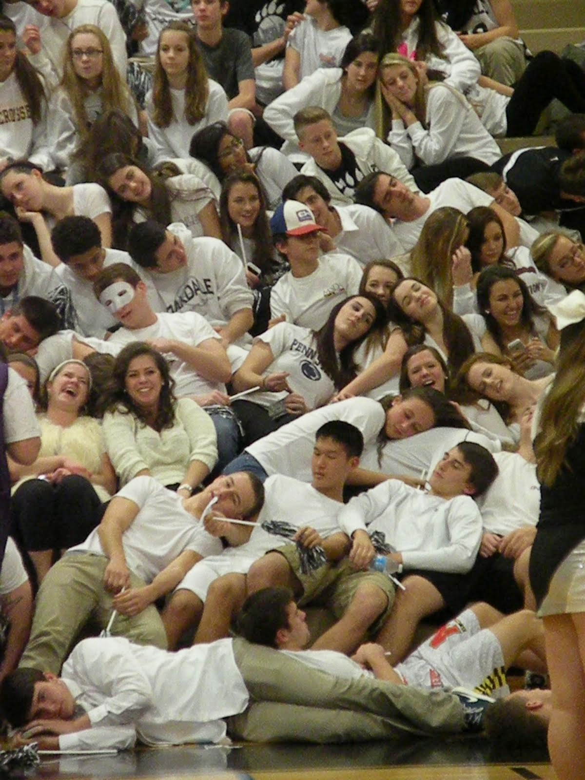 Oakdaliens falling asleep during Walkersville HS introductions