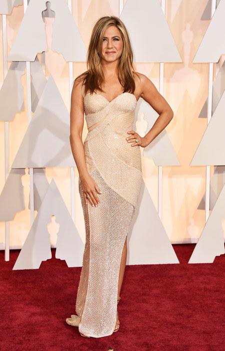 Дженифър Анистън в телесна рокля от блестяща мрежа на Оскари 2015