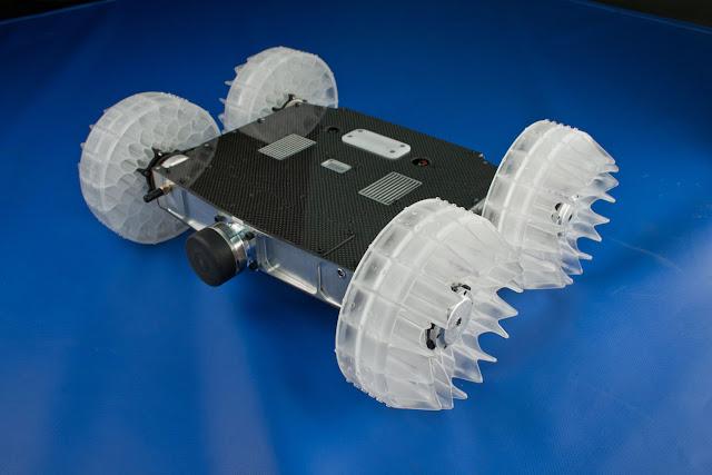 Robot que puede saltar mas de 9 metros de altura.