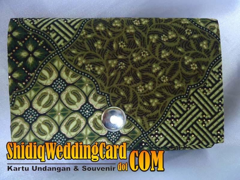 http://www.shidiqweddingcard.com/2014/02/souvenir-dompet-batik.html
