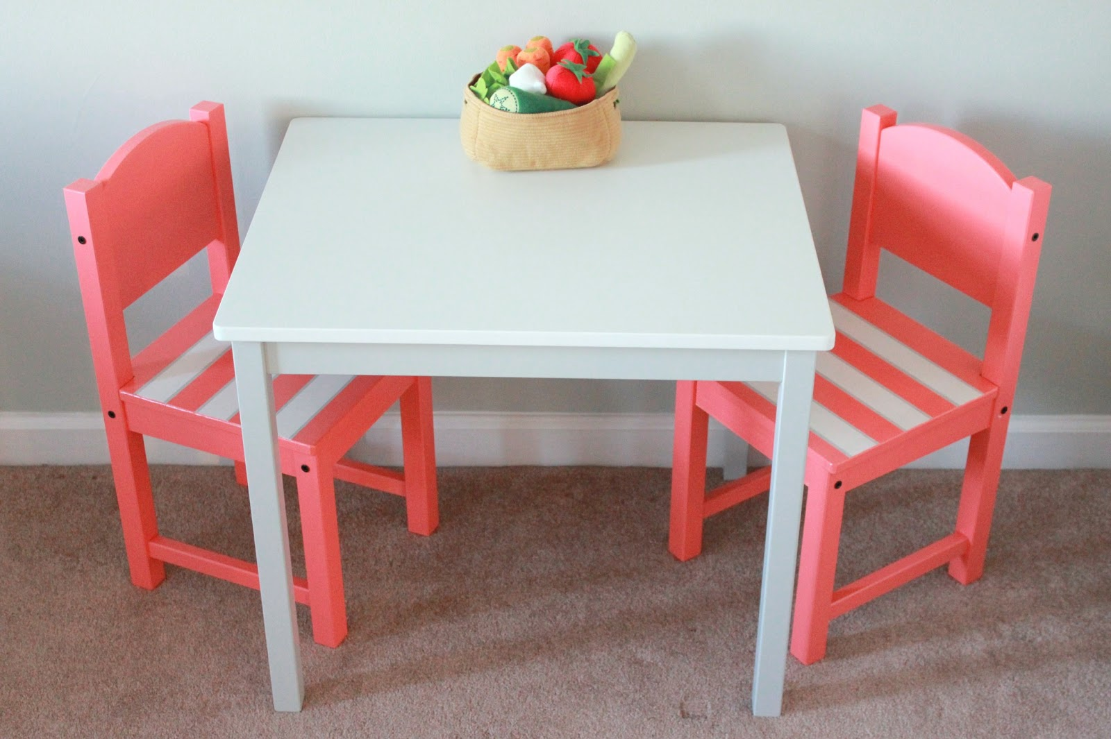 Child table and chairs ikea - Strawberry Swing And Other Things Crafty Lady Children S Table Ikea Hack