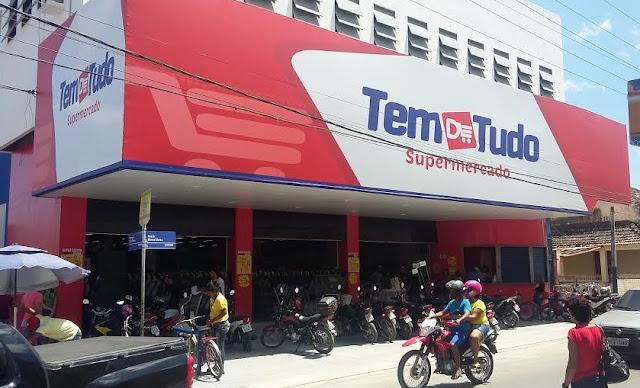 http://www.blogdofelipeandrade.com.br/2015/12/no-tem-d-tudo-supermercado-tem-de-tudo.html