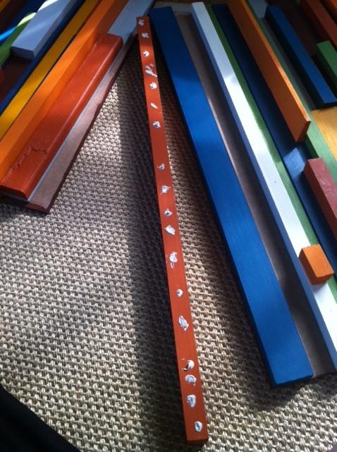 Dán keo tranh gỗ | Lần lượt nhấc ra và dán từng thanh gỗ
