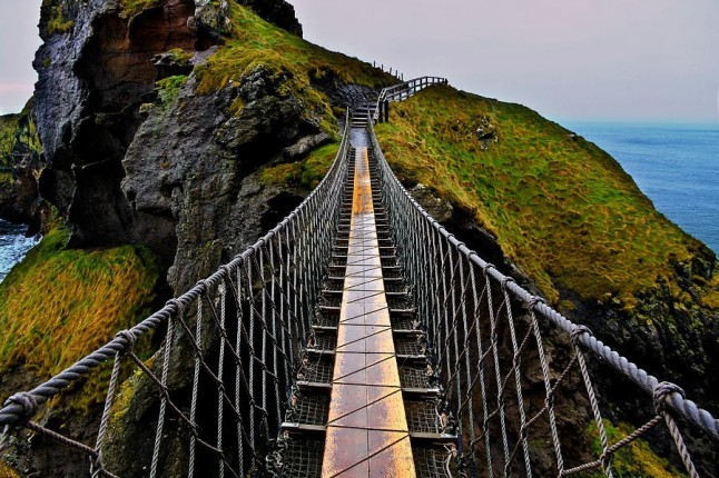 CARRICK-A-REDE ROPE BRIDGE, ANTRIM IRELAND ~ Must See how To?