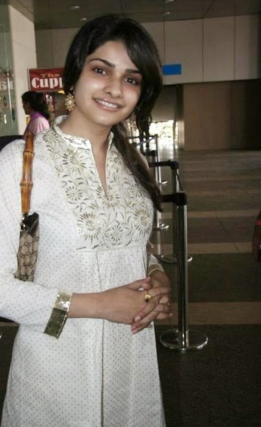 Prachi Desai :Prachi Desai Hot Pics Without Make-Up Unseen Rare Hot Pics Collection HD Free Download hot bollywood actress hot pics gallery