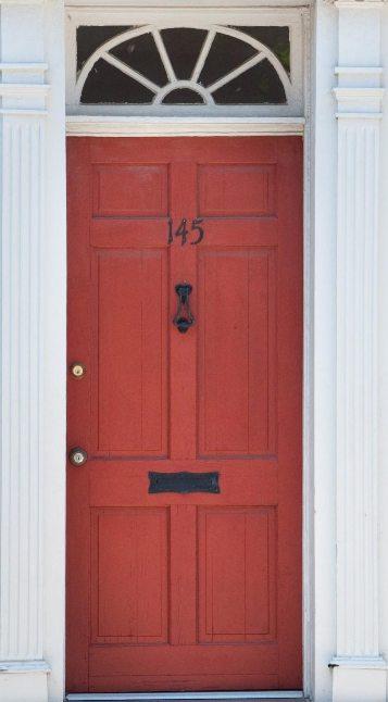 Wzory drzwi proste drzwi w kolorze bordowym for Drzwi z portalem