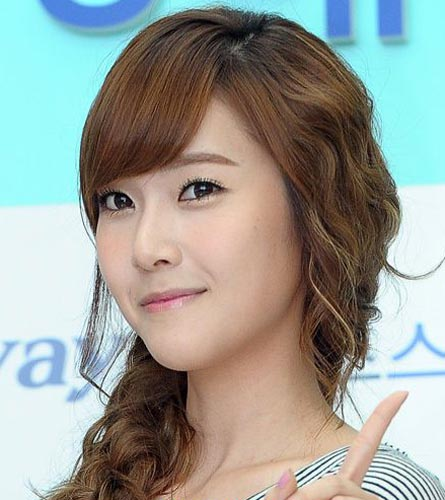Jessica Jung natural wavy hairstyle
