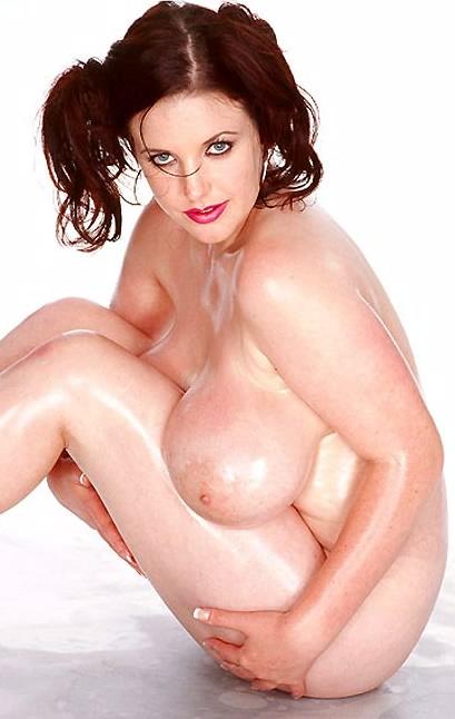 Amateurs Busty Babe Angela White Nude