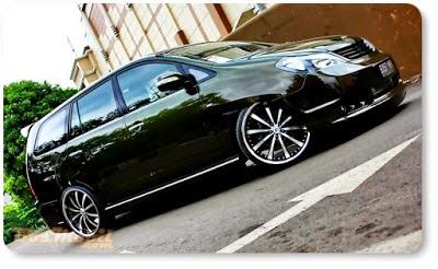 Modifikasi Toyota Innova Hitam Elegan
