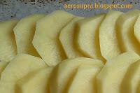 Третьим слоем кружочки картофеля
