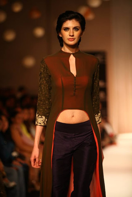 Manish Malhotra at Lakme Fashion Week Winter/Festive 2013 image