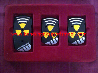 Pedal gas Momo Ori 0024 Hitam