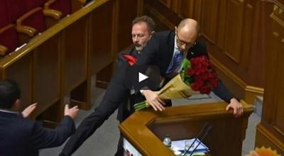 Ukrayna Meclisinde yine müthiş bir kavga yaşandı