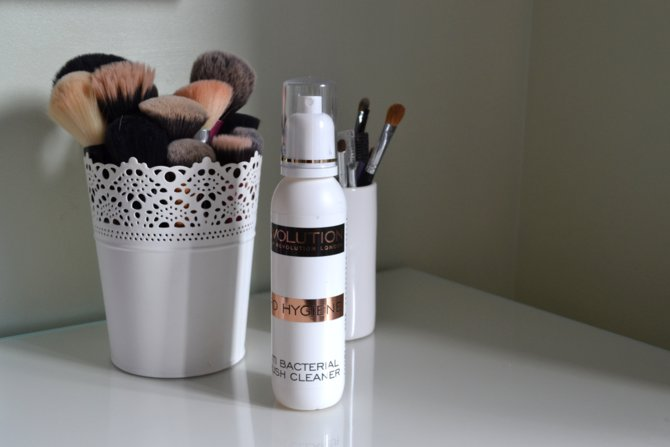 Makeup Revolution Pro Hygiene Anti Bacterial Brush Cleaner