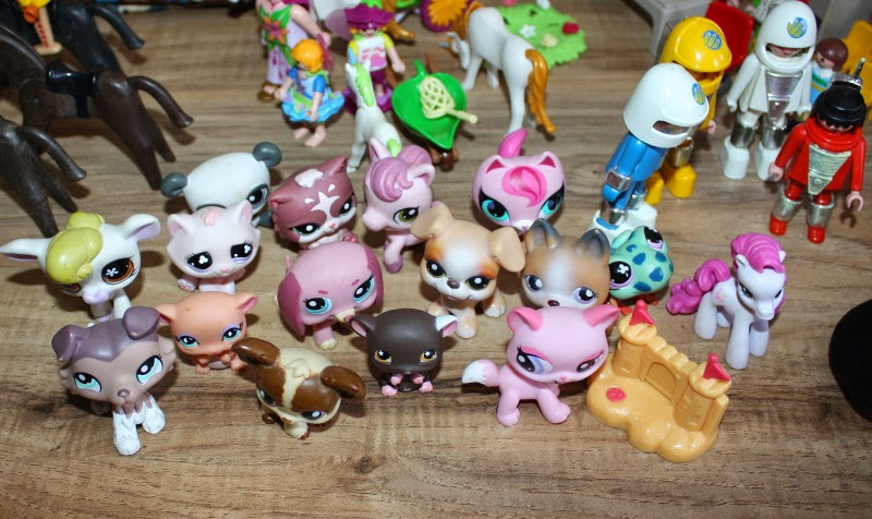 Littlest Petshop at yard sale