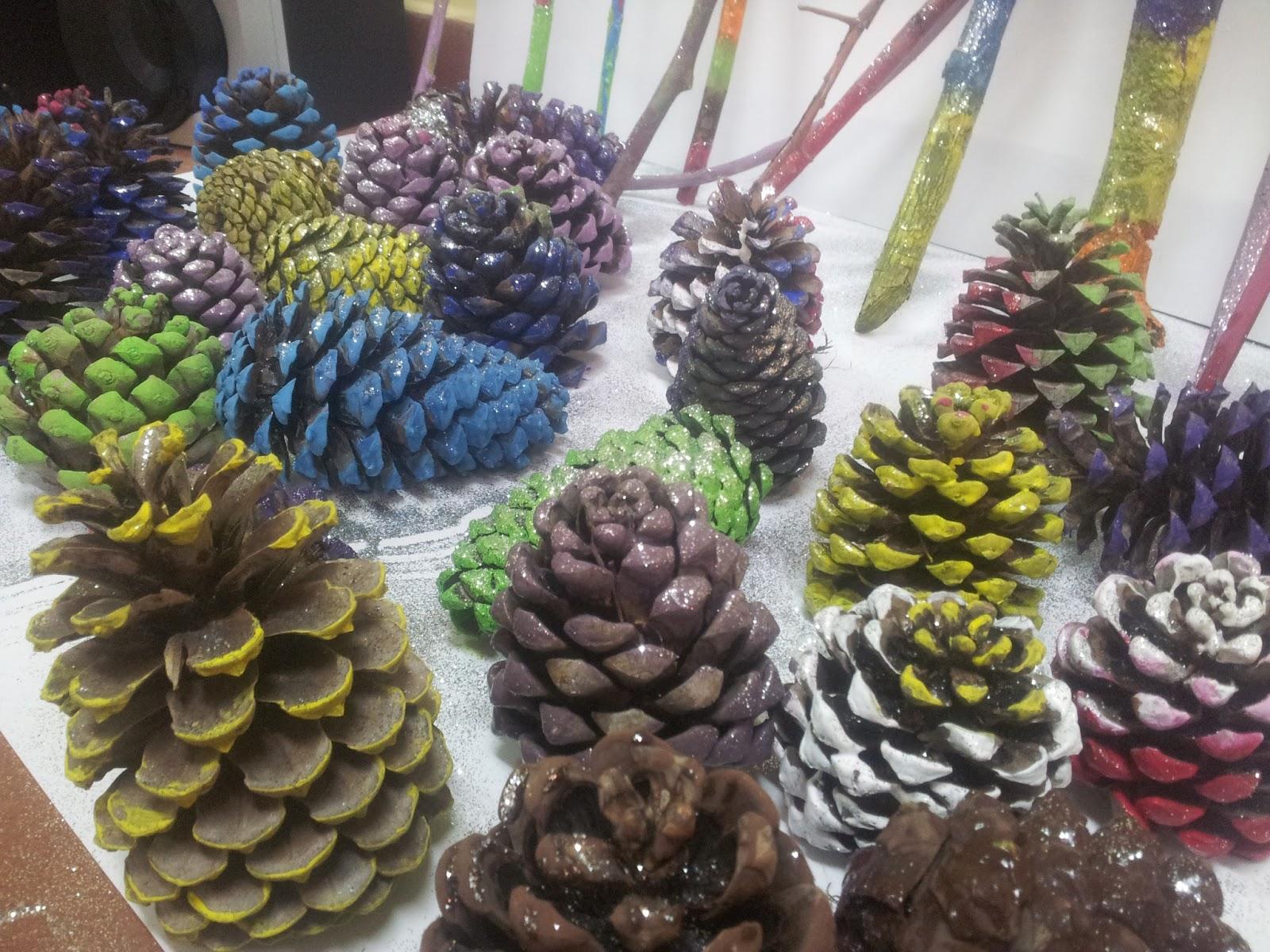 El cole de patones decoraci n navide a palos y pi as de - Decoracion navidena con pinas ...