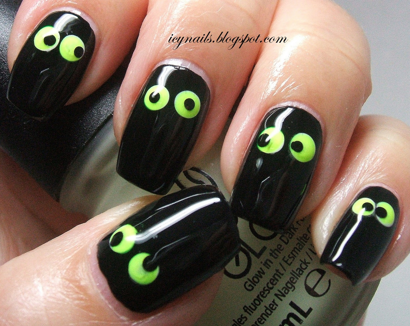 Hallowe\'en-y Nail Art Fun - Notes from My Dressing Table
