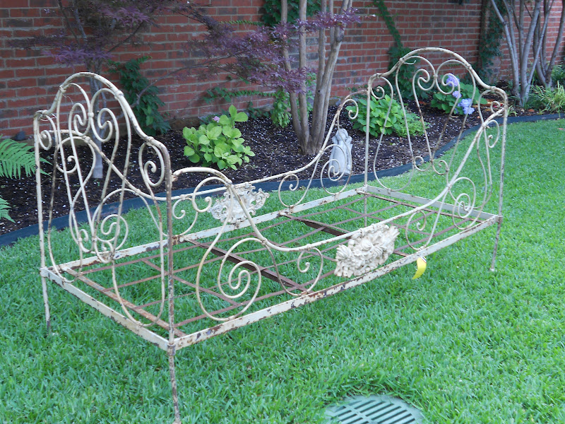 Antique French Metal Daybed 800 x 600
