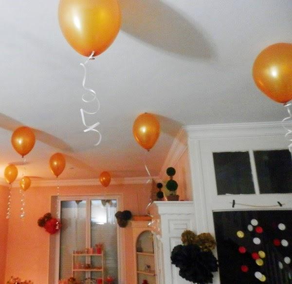 Décoration de fête d'anniversaire : ballons au plafond, sans hélium.