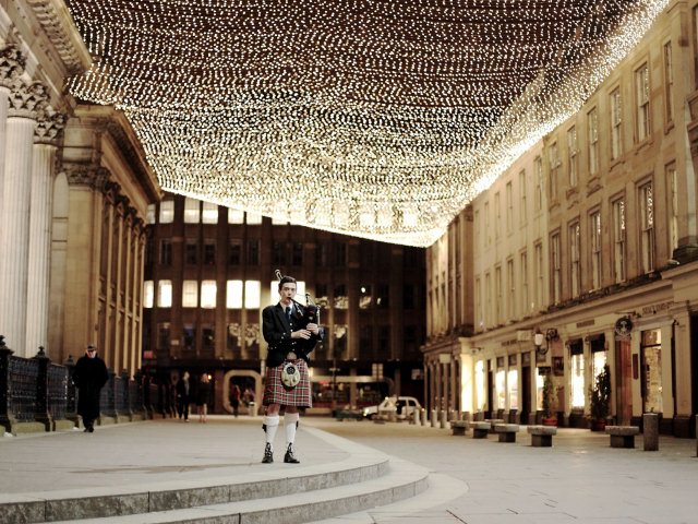 Scottish Wedding By Plans And Presents Outside Number 29 Glasgow Royal Exchange Square Image Copyright Of Rosie Woodhouse
