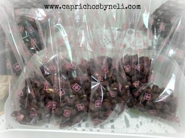 Presentes comestíveis, amendoim com cobertura de chocolate
