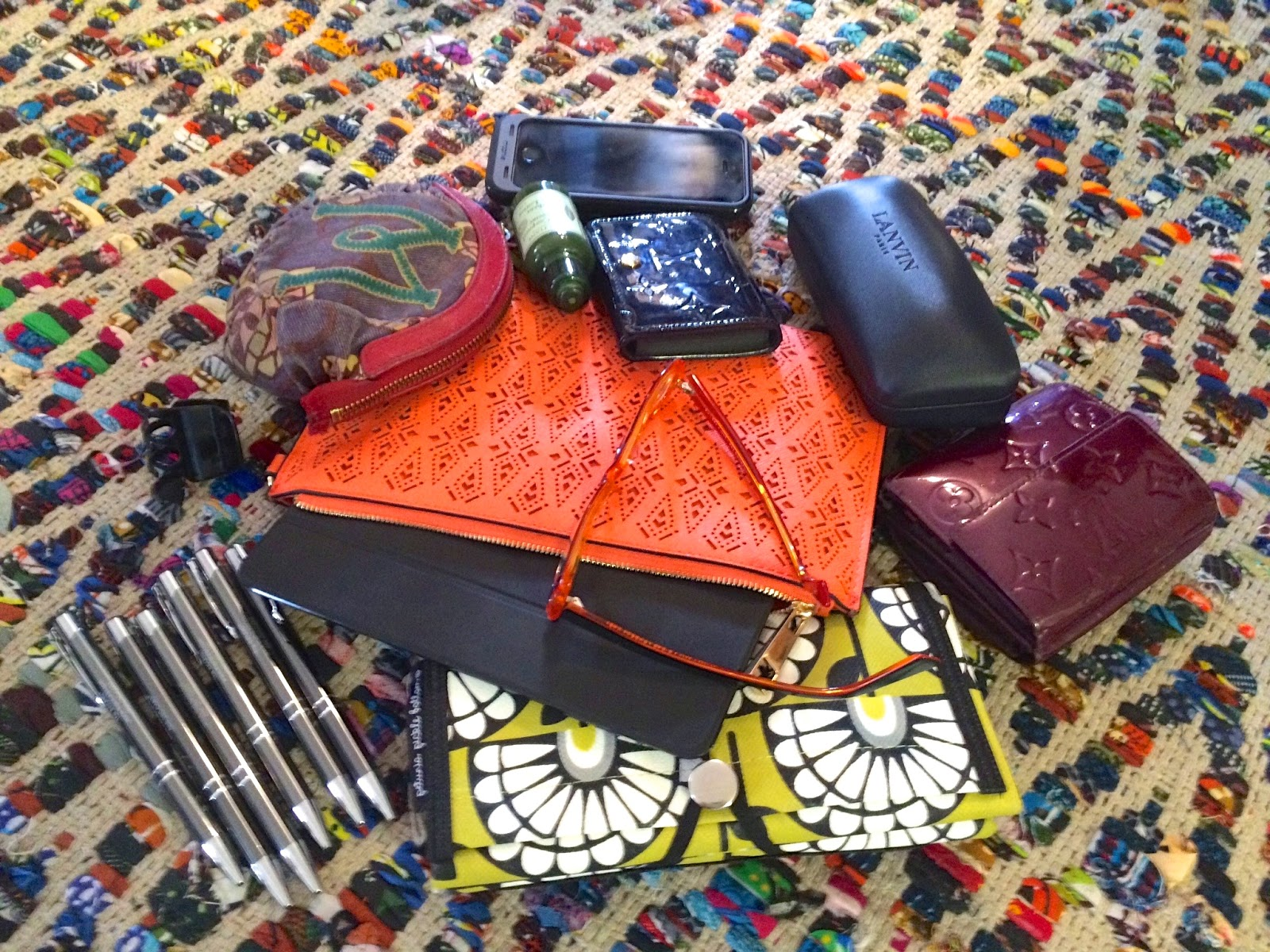 What's in my bag - The Insurist - Hello Handbag