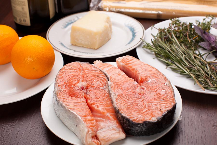 продукты для пасты с красной рыбой в винно-сливочном соусе