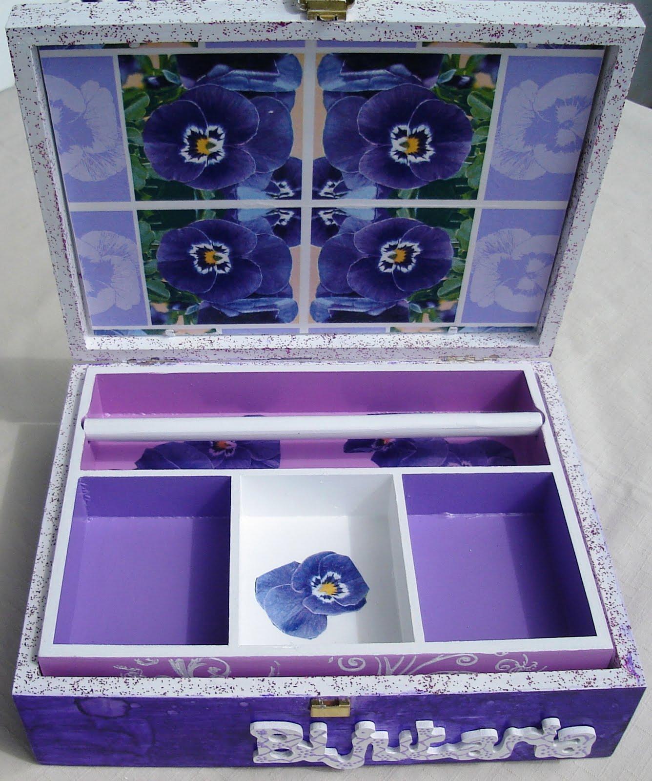 Pincéis Agulhas e Outros: Caixa de Bijuterias: Amores Perfeitos #363071 1336x1600