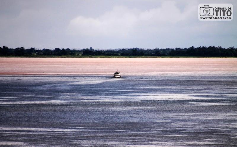 Encontro entre os rios Amazonas e Tapajós, visto do Mirante do Tapajós, em Santarém, no Pará, na Amazônia