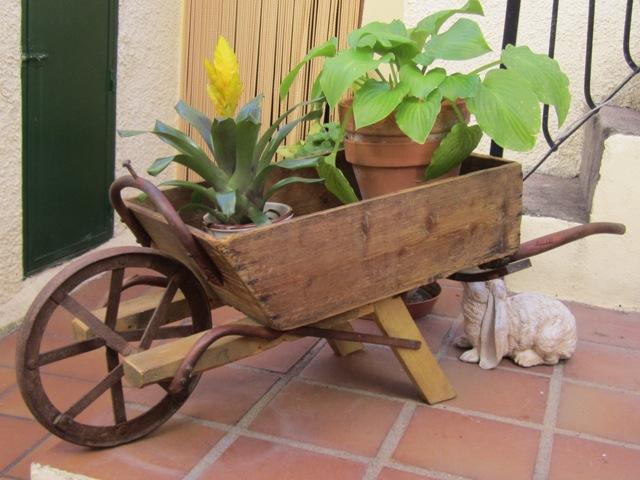 Cadalso vive mi nueva carretilla de madera for Carreta de madera para jardin