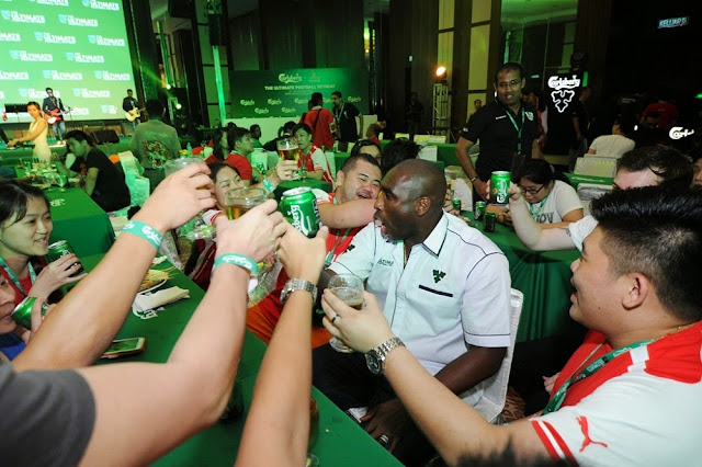 Sol Campbell Malaysia yam seng cheers with fans at Carlsberg Ultimate Football Challenge