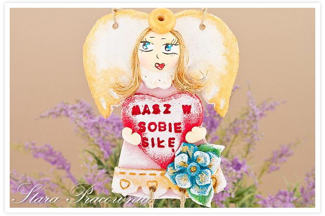 aniołek z masy solnej, anioł z masy solnej, masa solna, anioły z masy solnej, aniołki z masy solnej, figurka z masy solnej, salt dough, salt dough angels, aniołek z wiszącymi nóżkami, aniołek z napisem