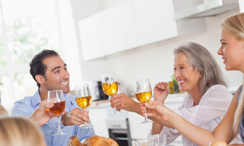6 Tips on How to Bond With Your In-Laws family reunion