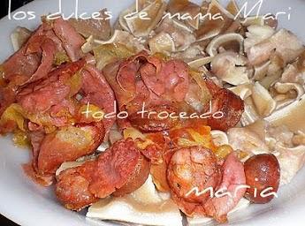 Los dulces de mama mari manitas de cerdo y oreja en salsa for Cocinar oreja de cerdo