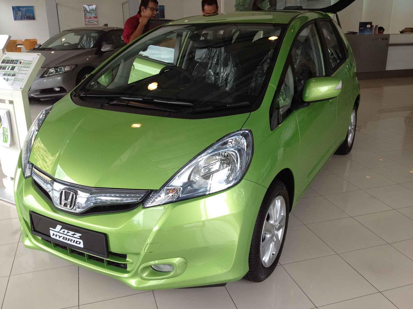 Toyota Prius C Vs Honda Jazz Hybrid The Battle For The Most