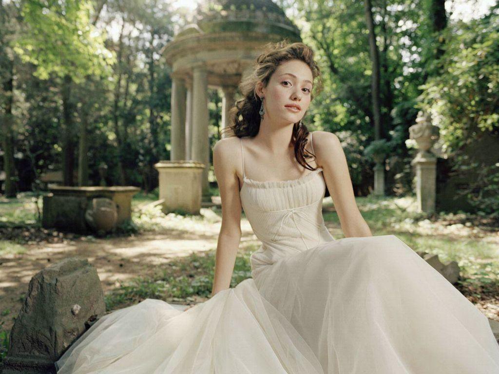 http://2.bp.blogspot.com/-byC6webqa90/T3rdxZ_pERI/AAAAAAAAFzQ/maYLAPAg3ME/s1600/oo+Emmy+Rossum+%285%29.jpg