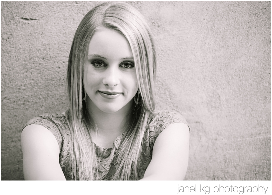 Audrey's sweet smile is lovely for her senior portrait session with Janel KG Photography in downtown Sacramento