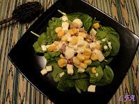 Ensalada de espinacas y salsa cesar