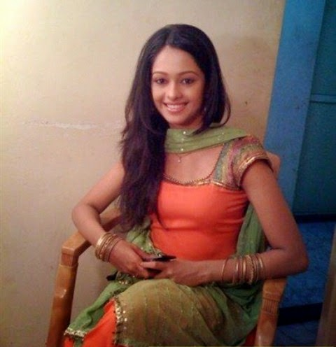 Mugdha Chaphekar cute pics, Mugdha Chaphekar cute wallpapers, Mugdha Chaphekar sweet images, Mugdha Chaphekar sweet photos,