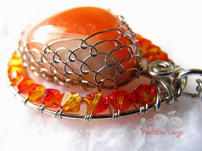 Wire Wrap Agate Pendant side view by WireBliss