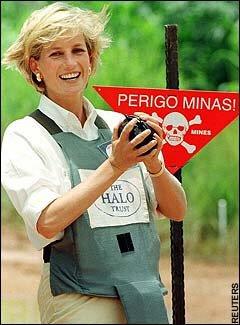 http://2.bp.blogspot.com/-byyXMnYKTUM/TWcRpNXqB3I/AAAAAAAAAAc/8i9zBs_gADU/s1600/Diana_land_mines-719677.jpg