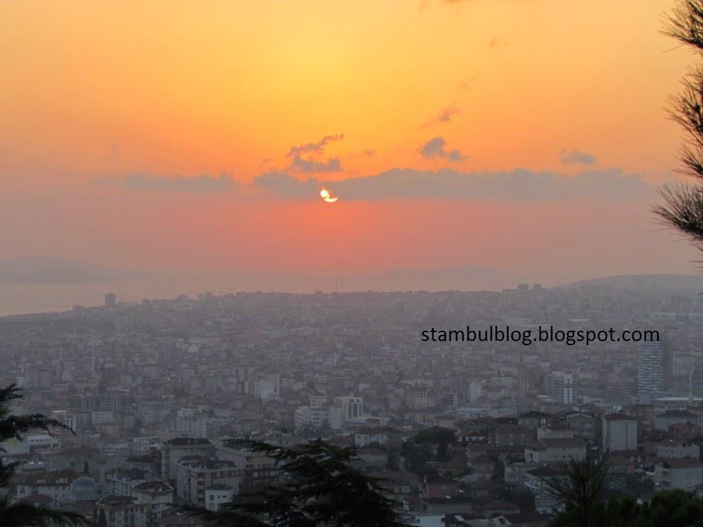 закат с видом на город