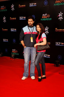 Aishwarya Rai and Abhishek Bachchan at Pro Kabaddi League Final (5).jpg